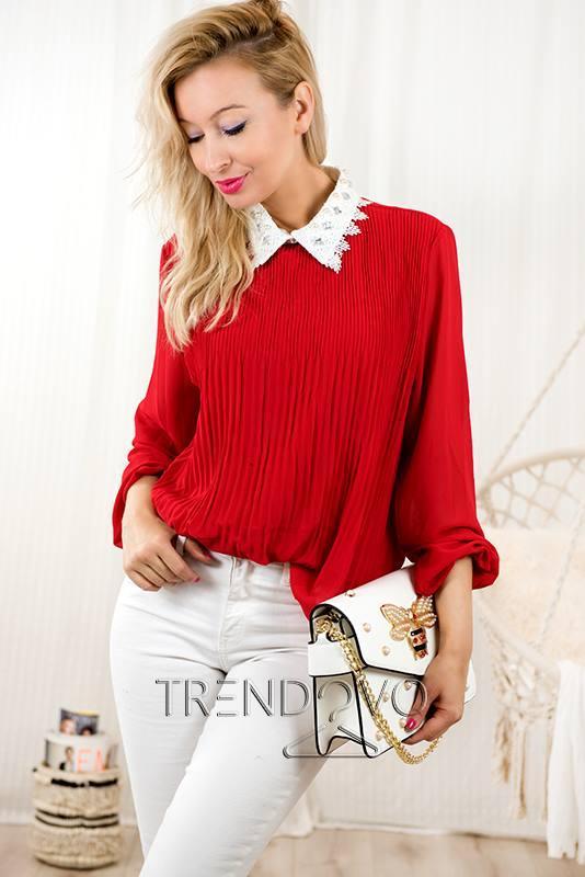 6a00df4648a Červená halenka s ozdobným límcem - Dámské oblečení